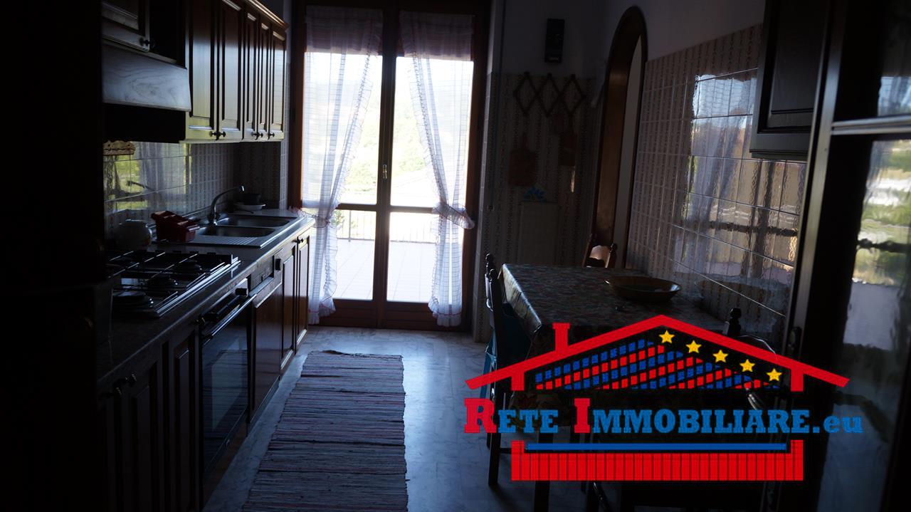 Vendesi appartamento zona piano lago for Lotti in piano casa fronte lago