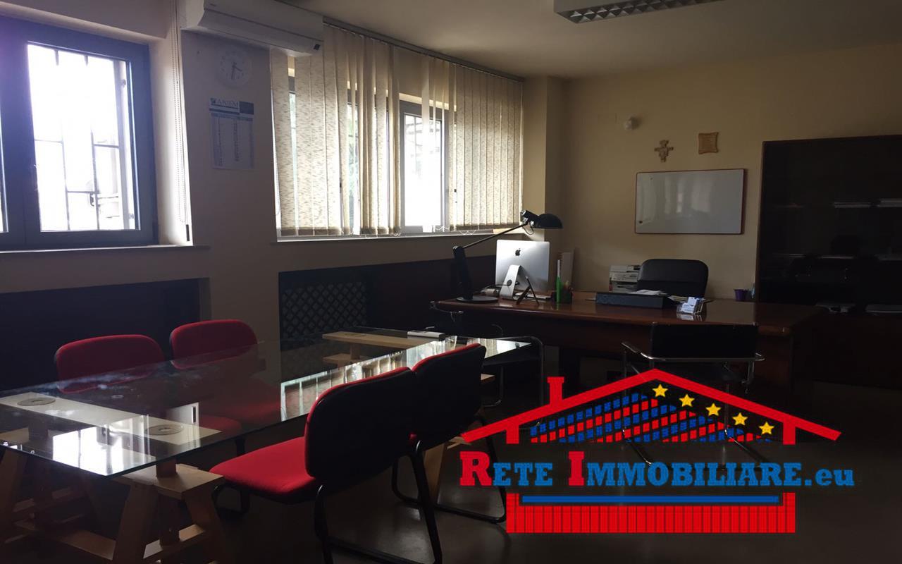 Appartamento uso ufficio in affitto a cosenza for Affitto appartamento roma uso ufficio