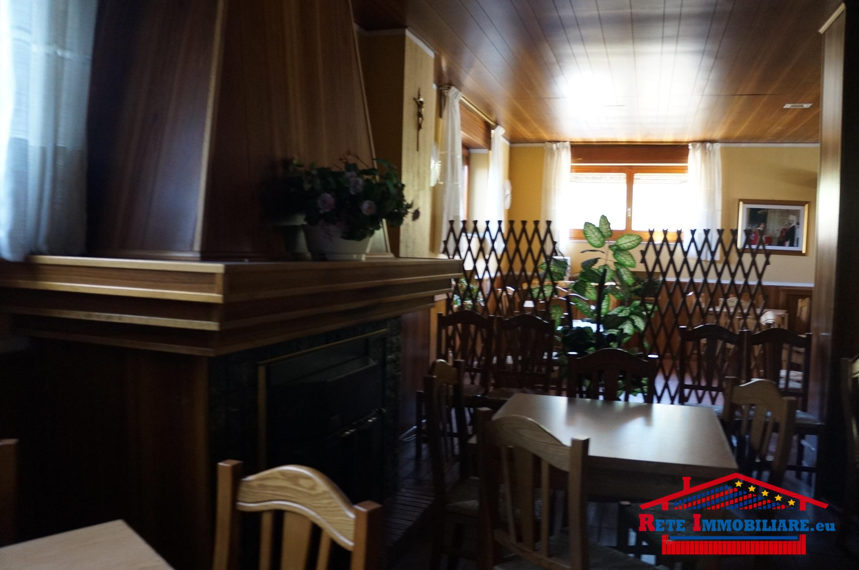 Locale commerciale in affitto completo di attrezzatura per for Lotti in piano casa fronte lago