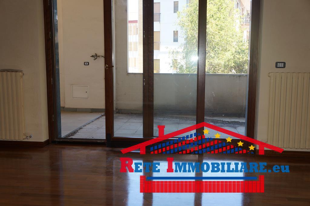 Cosenza elegante appartamento residenziale uso ufficio for Case uso ufficio